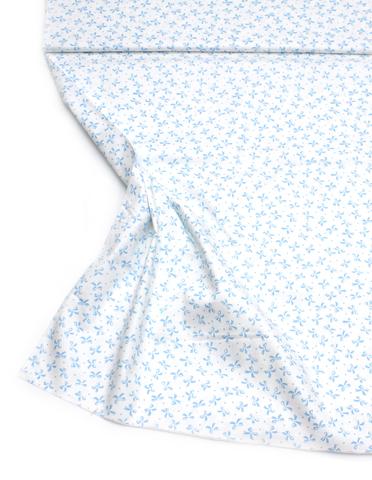 Голубые бантики на белом фоне