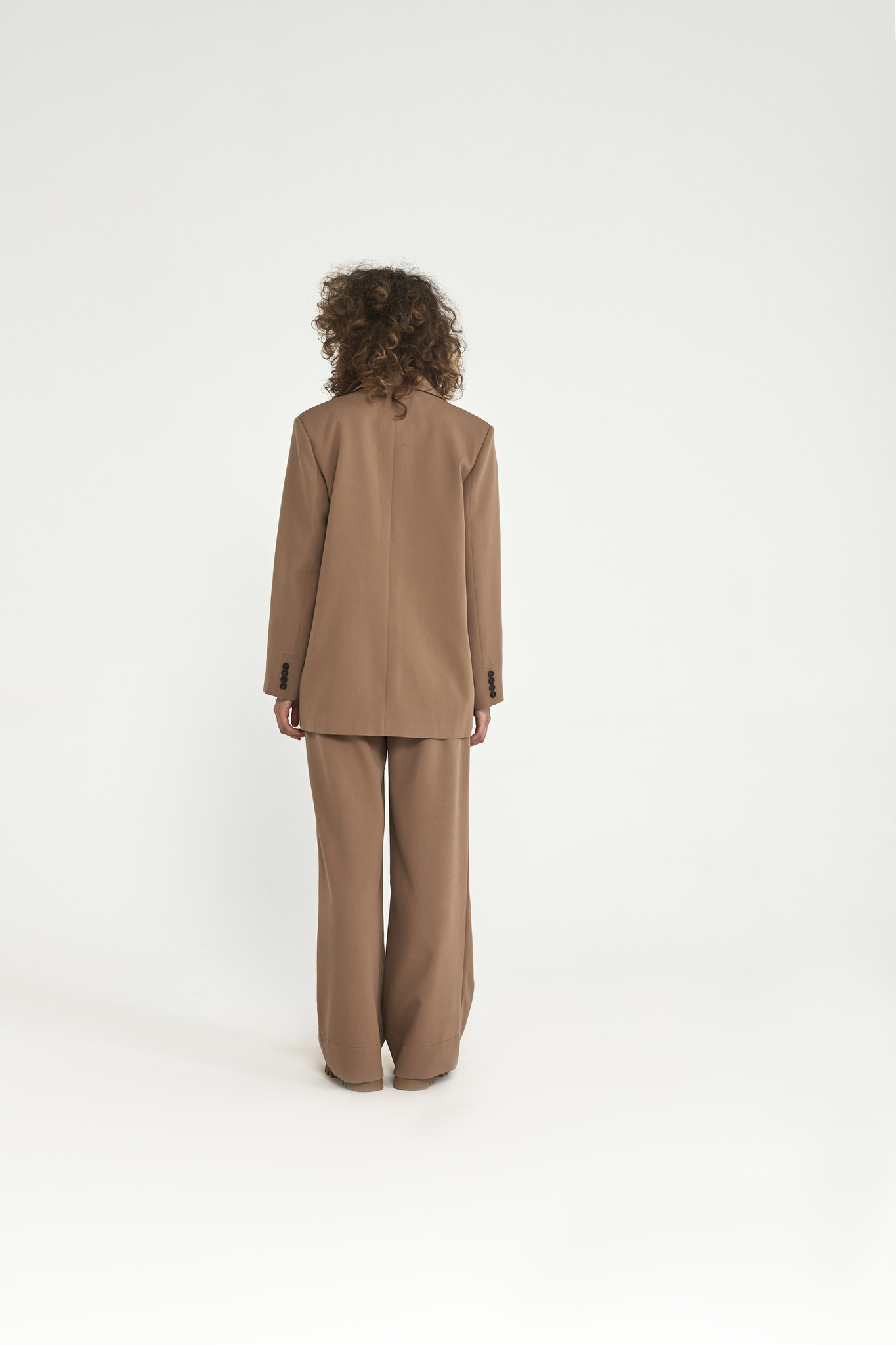 Жакет с большим плечом (костюмный твил), карамель