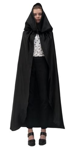 Черный атласный плащ с капюшоном
