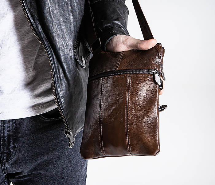 BAG542-2 Маленькая кожаная сумка планшет с ремнем на плечо фото 03