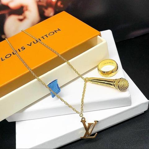 Кулон и кольцо LV