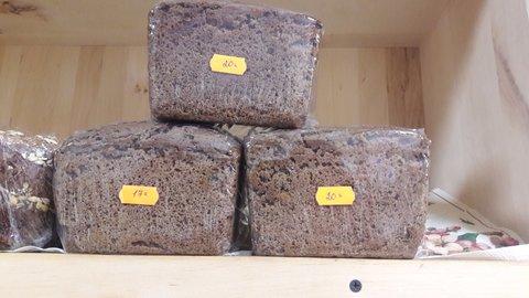 Бородинский бездрожжевой хлеб домашней выпечки с семечками подсолнечника