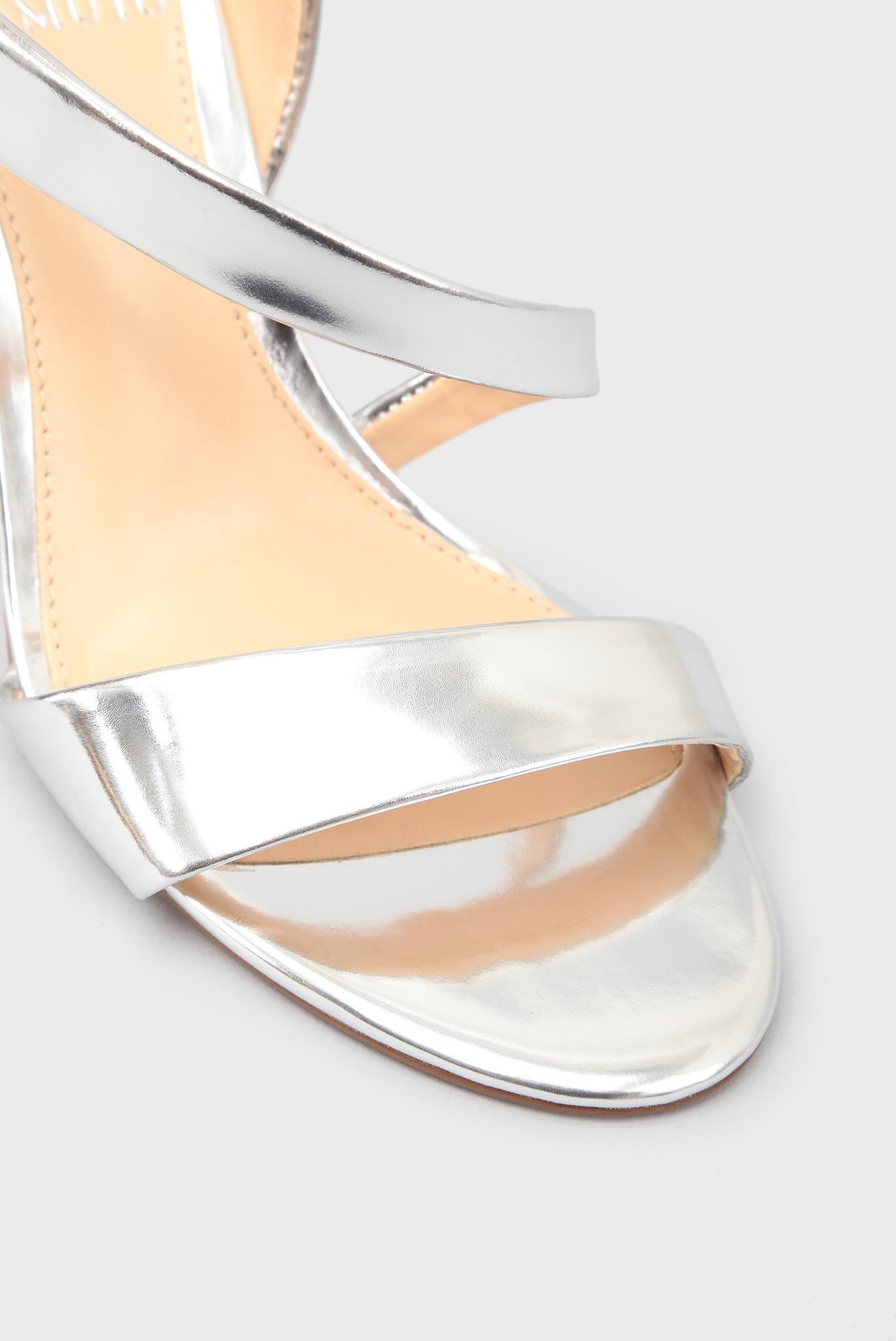 Женские серебристые кожаные босоножки Vince Camuto