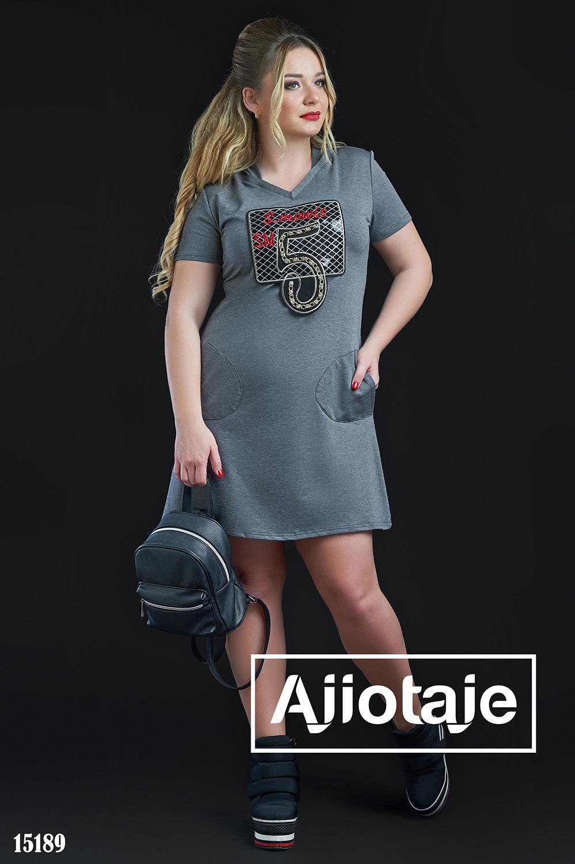 Серое платье спортивного стиля с капюшоном