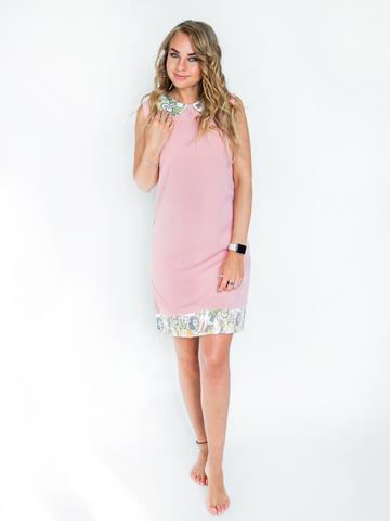 Платье пудровое с белым воротником