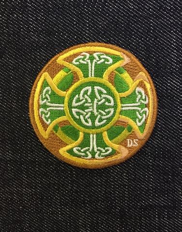 Нашивка для шапки бини с кельтскими узорами