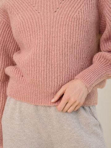 Женский джемпер бежевого цвета из мохера - фото 3