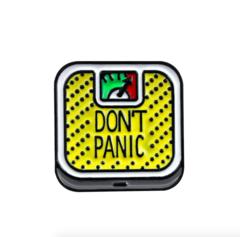 Пин «Don't Panic» (жёлтые)