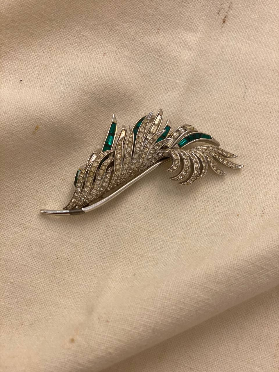 Элегантная брошь Boucher  1960-е