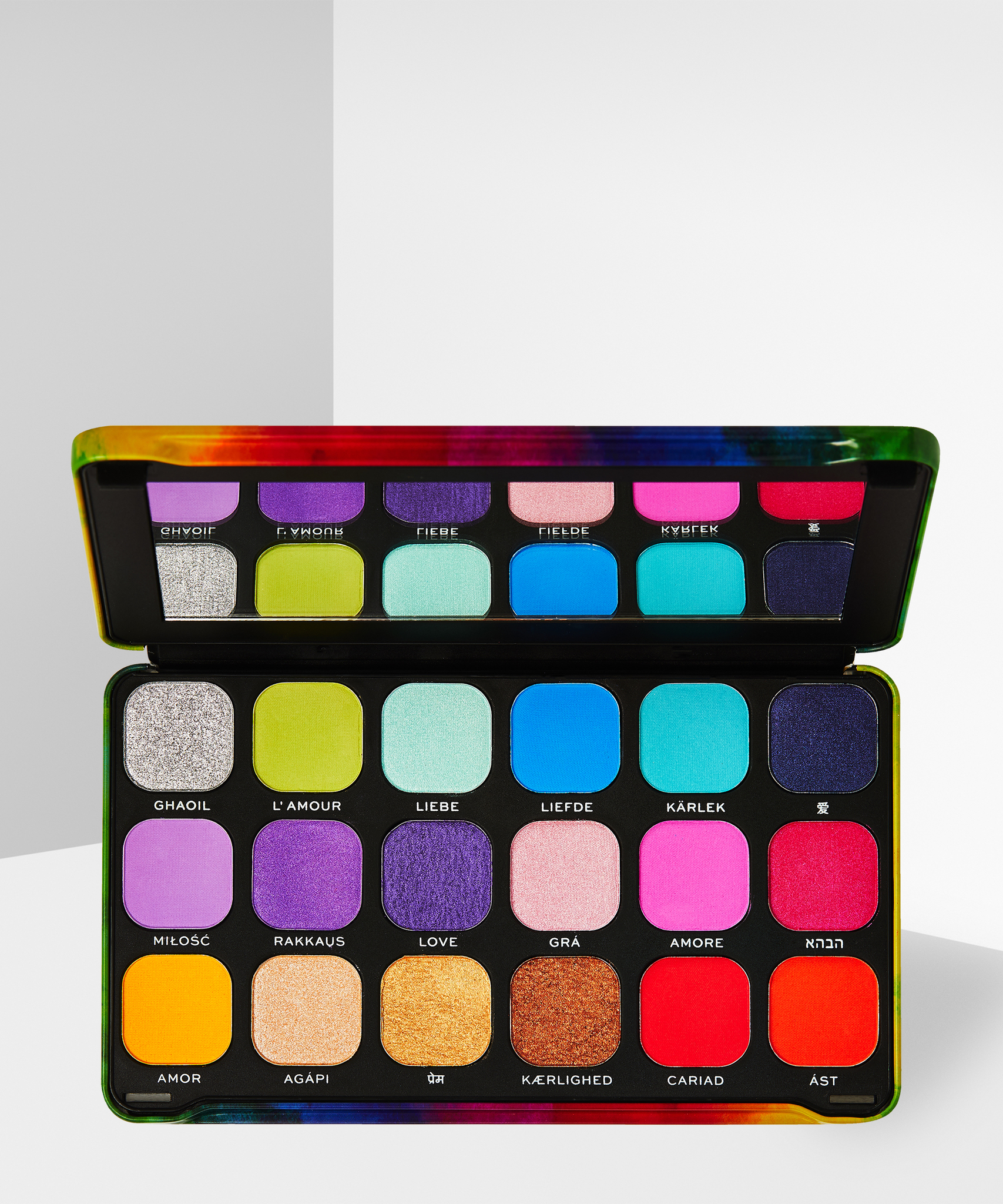 MAKEUP REVOLUTION Forever Flawless Pride We Are Love Palette