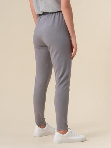 Женские брюки светло-серого цвета с рельефными полосками из вискозы - фото 3