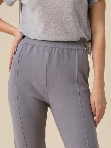Женские брюки светло-серого цвета с рельефными полосками из вискозы - фото 5