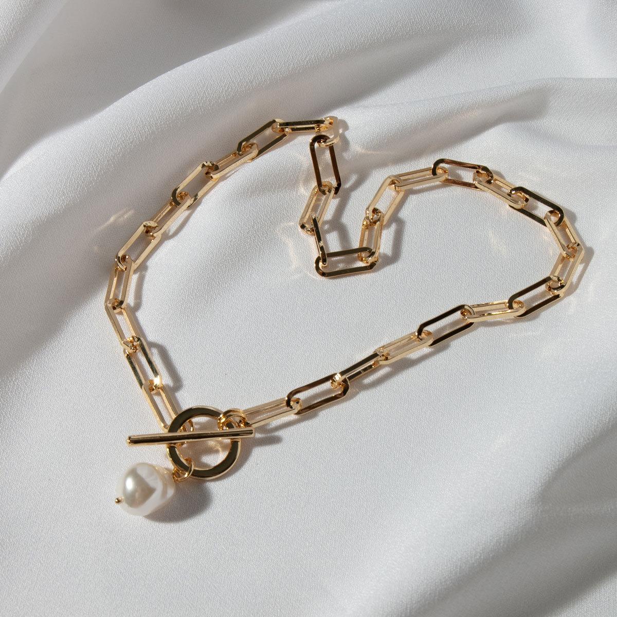 Колье-цепь с замком-тогл и жемчужной подвеской (золотистый)