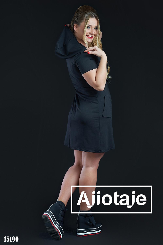 Черное платье спортивного стиля с капюшоном