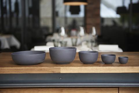 Фарфоровый салатник 5 см, черный, артикул 644296, серия Basalt