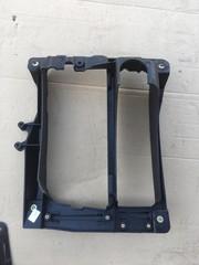 Кронштейн правой фары б/у для грузовых автомобилей самосвалов МАН ТГА ТГС.   Оригинальные номера MAN - 81251155008