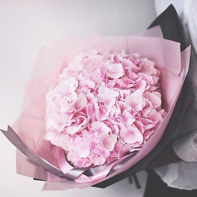 Купить шикарный вип букет 7 розовых гортензий в Перми