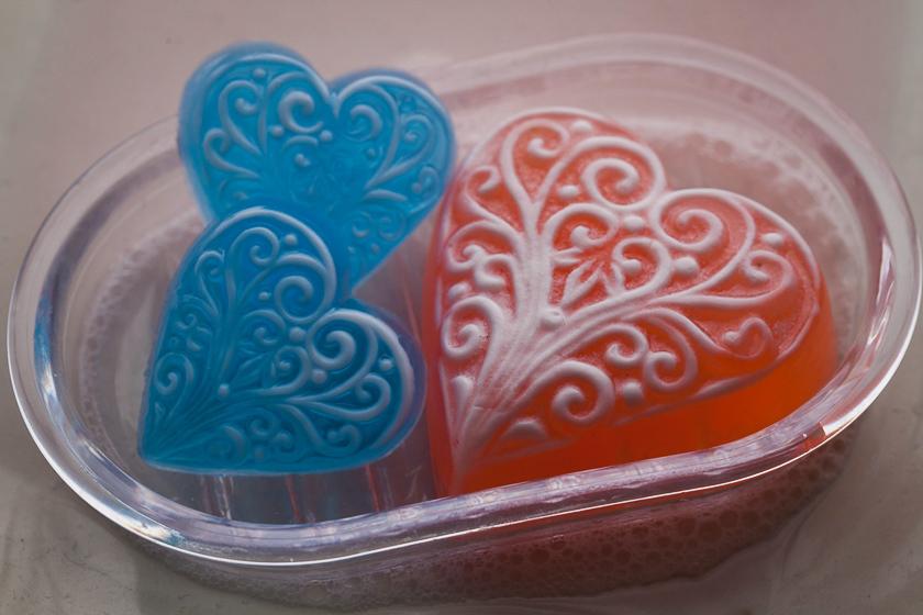Мыло в форме маленького сердца