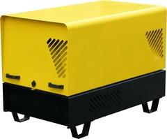 Бензиновый генератор в шумозащитном всепогодном кожухе в закрытом состоянии