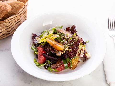 Салат с запечённой свёклой и мякотью цитрусовых