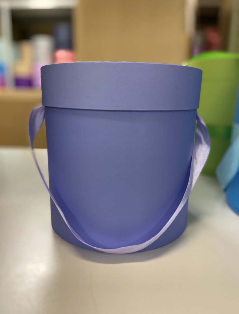 Шляпная коробка эконом вариант 18 см . Цвет: Светло фиолетовый. Розница 350 рублей .