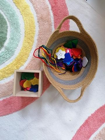 Пуговицы цветные и коробочка-сортер