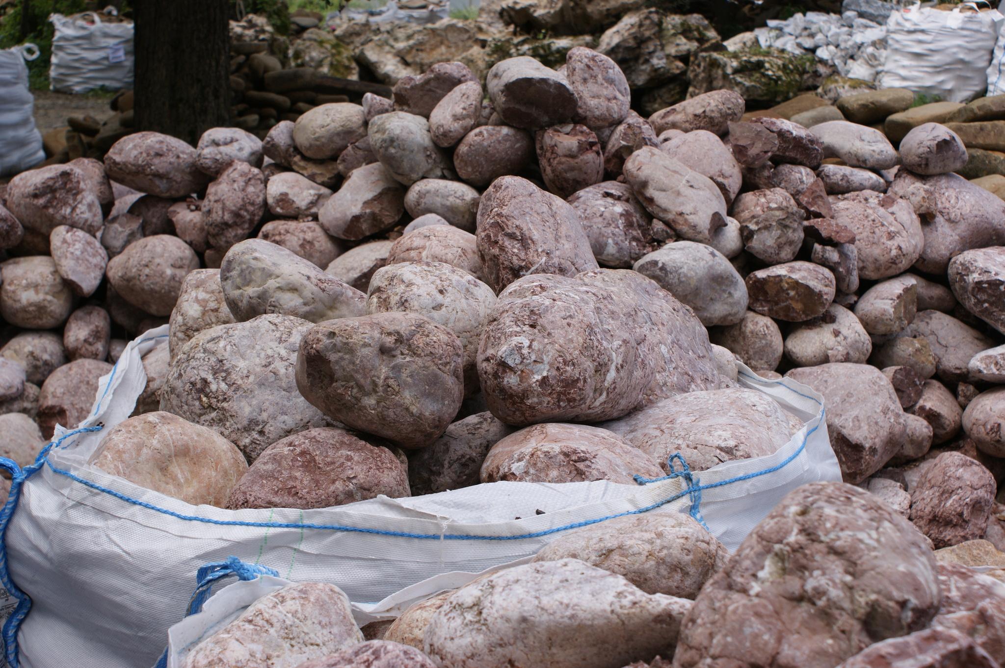 Булыжник речной Розовый на карьере в БигБэге