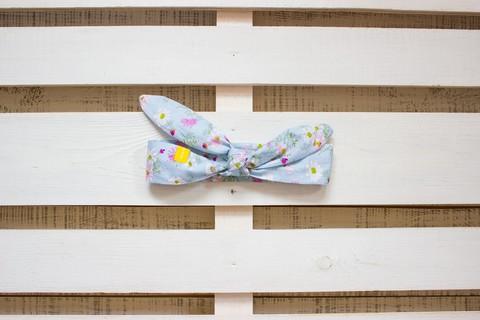 Повязка на голову (солоха) голубая с розовыми и белыми цветами
