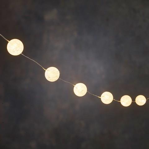 Новогодняя светодиодная гирлянда с белыми шариками теплый белый свет на батарейках
