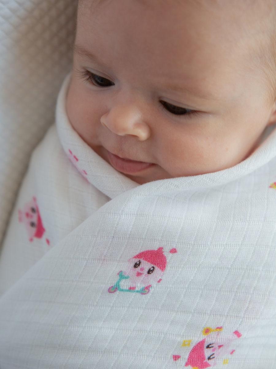 Имиджевое фото малыша в одеяле из новой коллекции малышариков