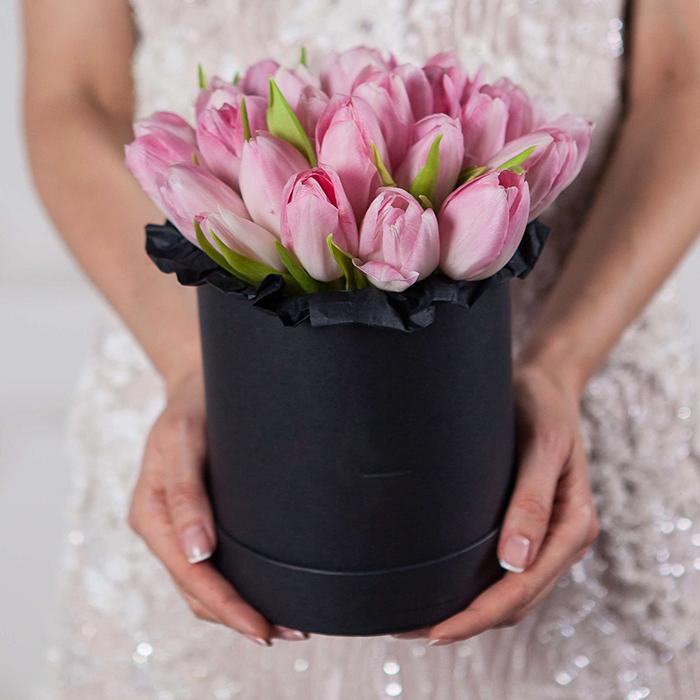 Купить букет с розовыми тюльпанами в стильной коробке в Перми