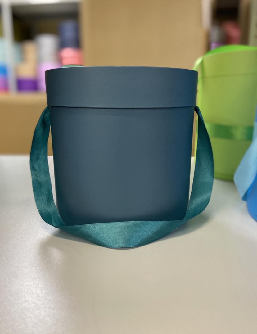 Шляпная коробка эконом вариант 16 см . Цвет: Темно зеленый . Розница 300  рублей .