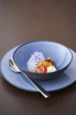 Фарфоровая десертная тарелка Cirrus Blue 21,5 см, синяя, артикул 649496, серия Equinoxe