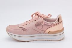 Розовые кроссовки из текстиля на платформе