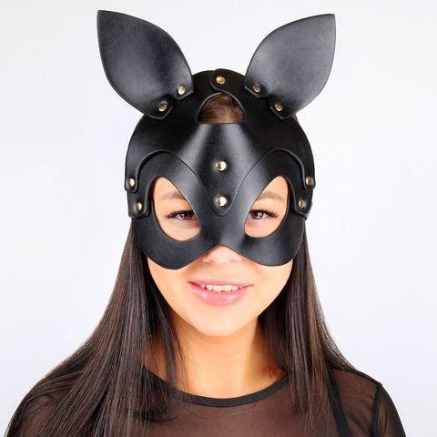 Черная маска с ушками и заклепками