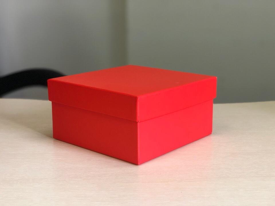 Квадратная коробка 12см .Цвет;красный. В розницу 150 рублей