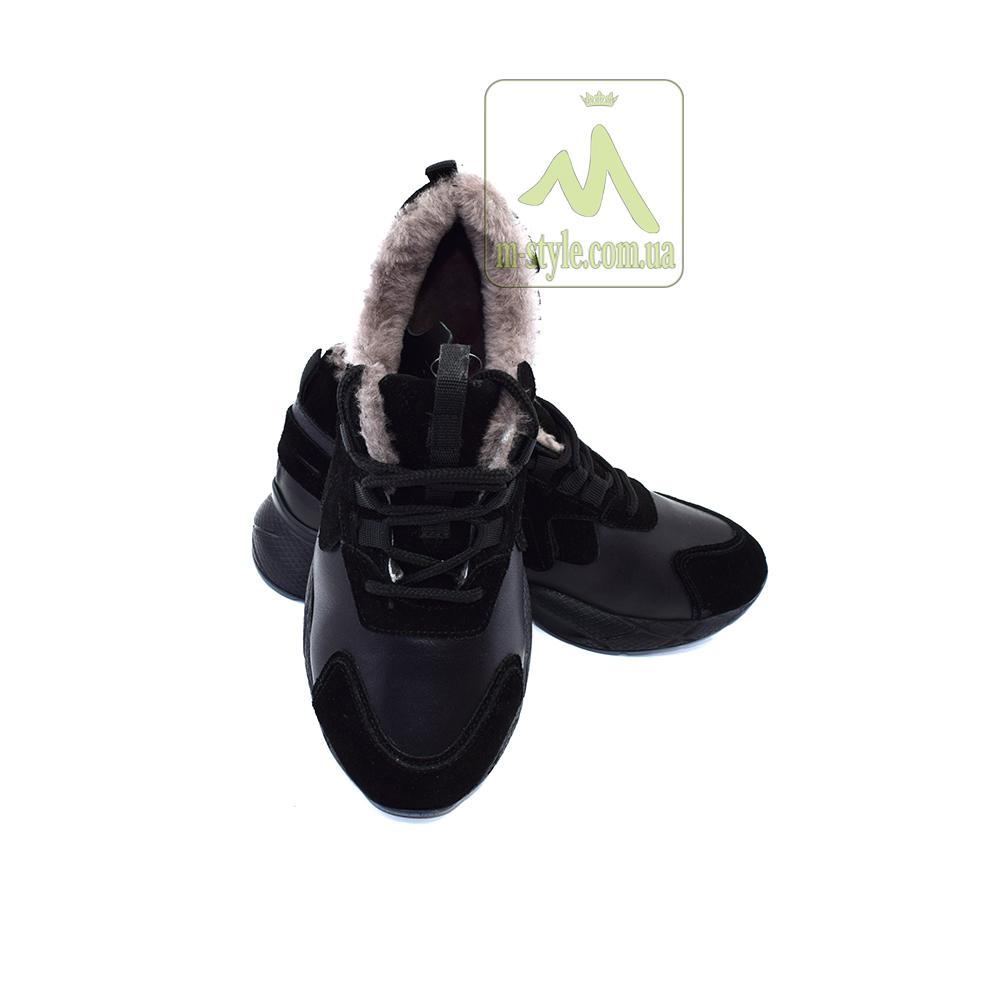 Кросівки жіночі.