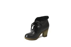Зимние ботинки на устойчивом каблуке с меховой отделкой