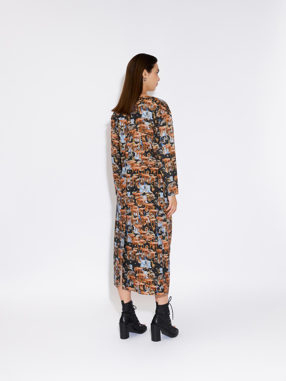 Платье с драпировкой принтованное