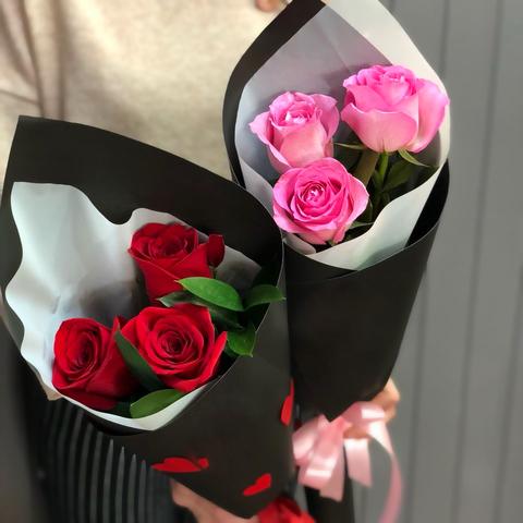 Букет-комплимент из сортовых роз (цвета в ассортименте)