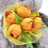 Кот Басик с букетом оранжевых пионов
