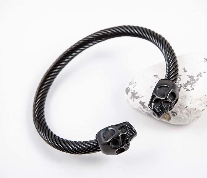 BM592-2 Черный стальной браслет с черепами