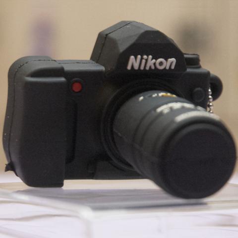 Usb-флешка в виде фотоаппарата Nikon phf_nikon