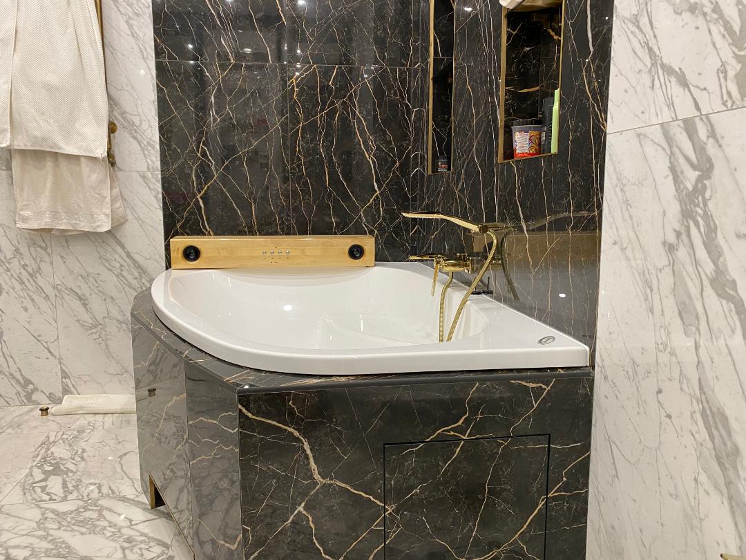 Колонка в интерьере ванной
