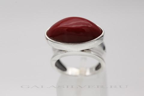 Кольцо с кораллом  из серебра 925