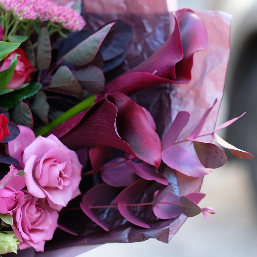 Букет с каллами и тюльпанами