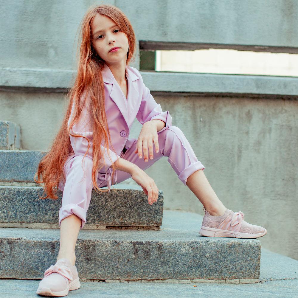 Дитячий, підлітковий літній брючний костюм в лавандовому кольорі для дівчинки