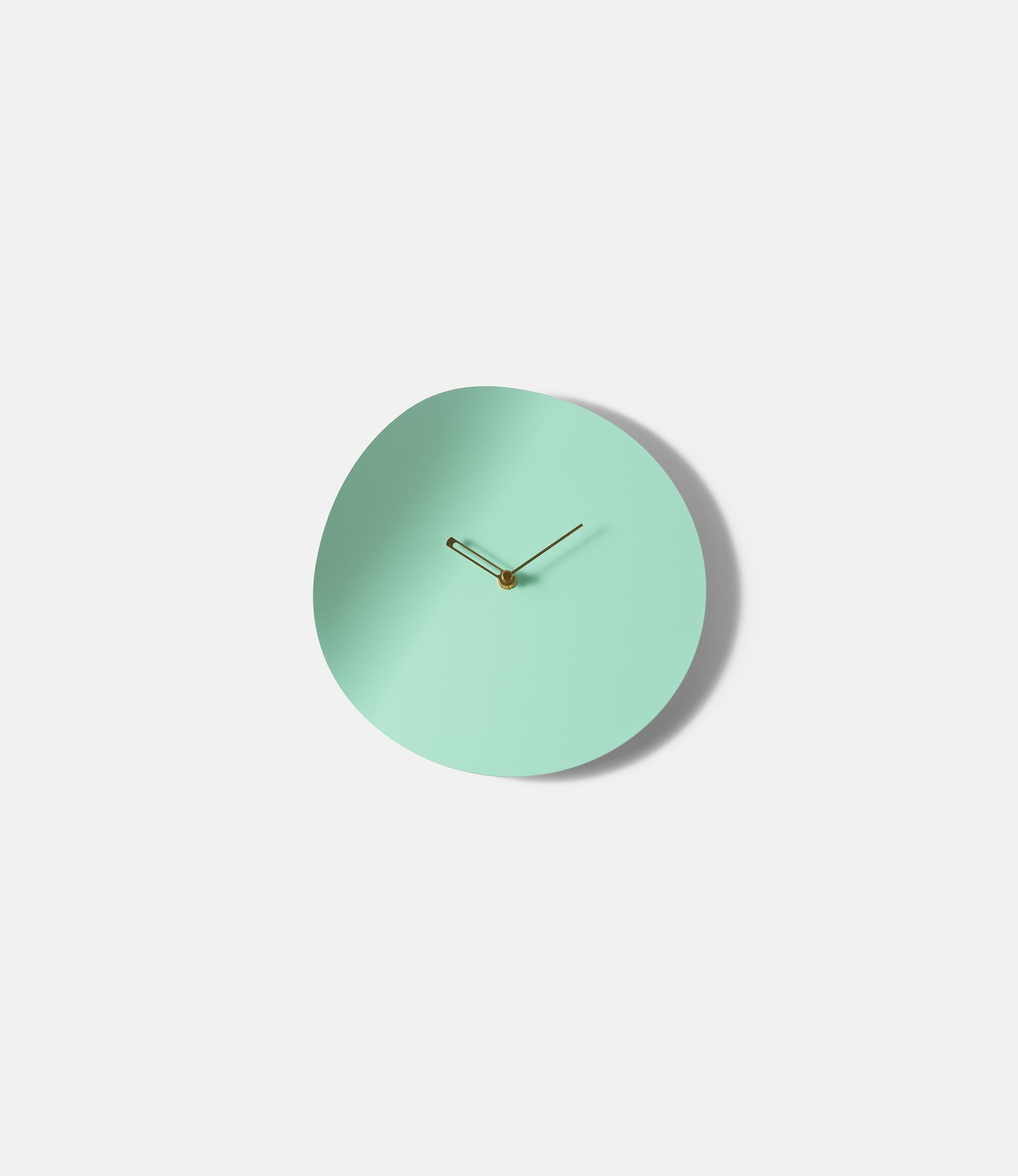 Beyond Object Curvo Clock Turquoise — изогнутые настенные часы