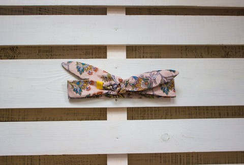 Повязка на голову (солоха) нежно-розовая с цветами