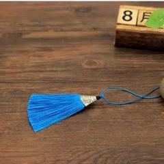 Кисть декоративная, длина 8 см (выбрать цвет)